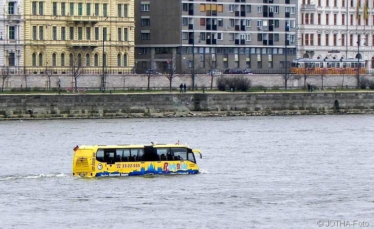 Busverkehr auf der Donau