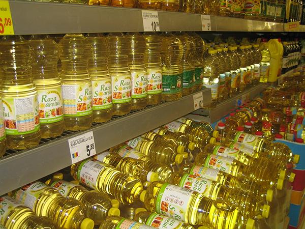 Öl -  Hauptnahrungsmittel für alles.  1 € = ca. 4,5 Lei