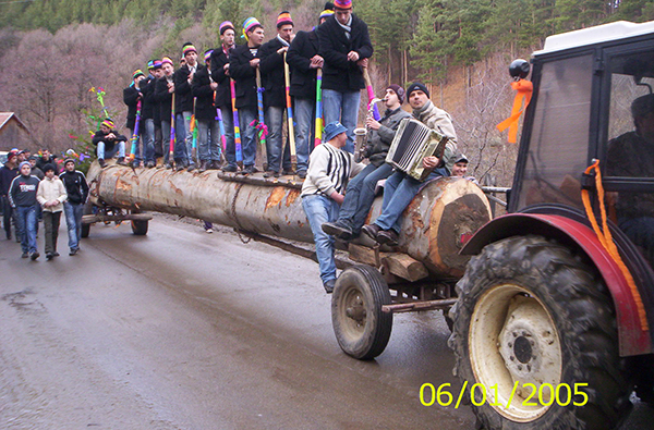 Rau Sadului - Tradition der Burschen am 24. Dezember