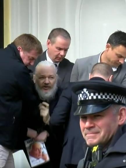 144-RT Assange verhaftet