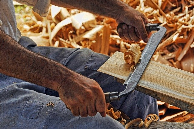 177 pixabay wood-working-2385634_640