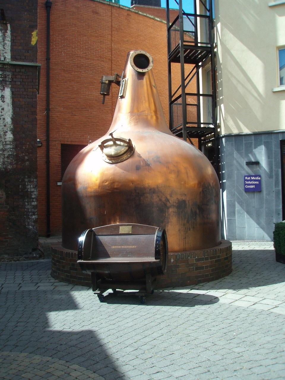187_perpetuum mobile_distill-1710668_1280